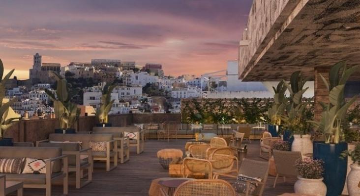La cadena de Kike Sarasola abrirá en mayo su primer hotel en Ibiza, el Room Mate Ángel