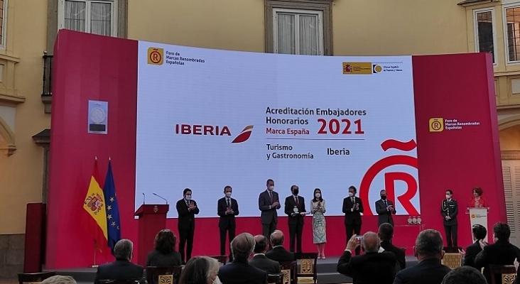 Iberia recibe de los Reyes la acreditación como Embajadora Honoraria de la Marca España   Foto: Foro de Marcas