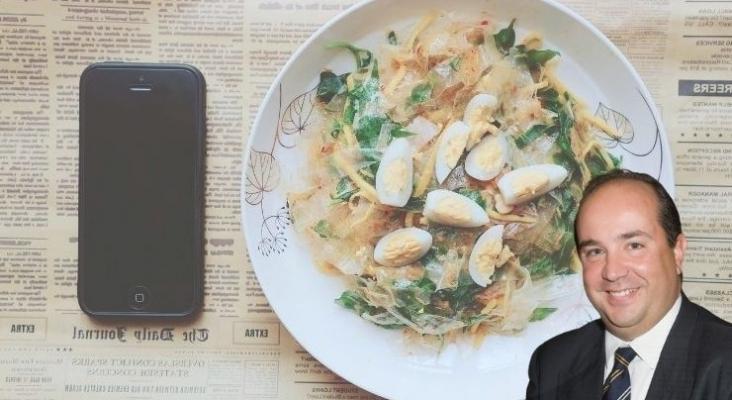 Las nuevas generaciones buscan una comida saludable y sostenible, pero eso sí,con el móvil encima de la mesa como si fuera un cubierto más