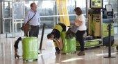 Aena es denunciada por la empresa de embalajes de maletas de Barajas