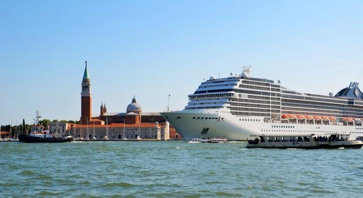 Italia prohíbe que los cruceros atraquen en el centro histórico de Venecia