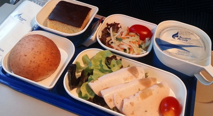 De ins pidos a multiculturales men s a bordo for Air thai cuisine