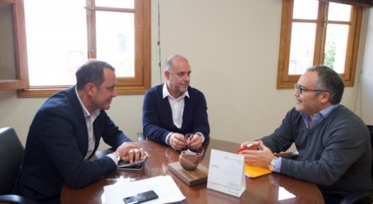 Blas Acosta, Moisés Jorge e Ignacio Moll | Tourinews se da a conocer ante las instituciones de Fuerteventura
