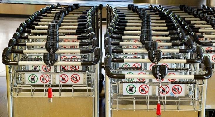 Los empleados del servicio de 'carritos de equipaje' del aeropuerto de Mallorca, en huelga indefina