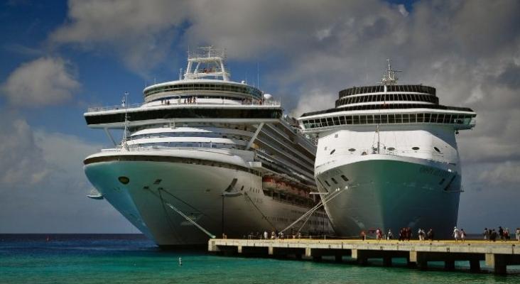 Florida denuncia al Gobierno de Biden para que elimine la prohibición a los cruceros