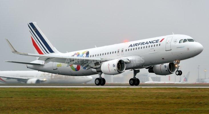 Un vuelo de air france procedente de barcelona al borde for Oficinas air france barcelona