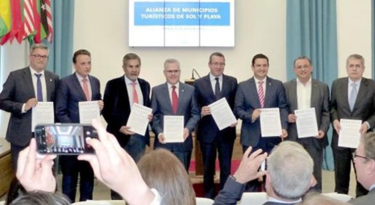 El G8 del 'sol y playa' firma su alianza