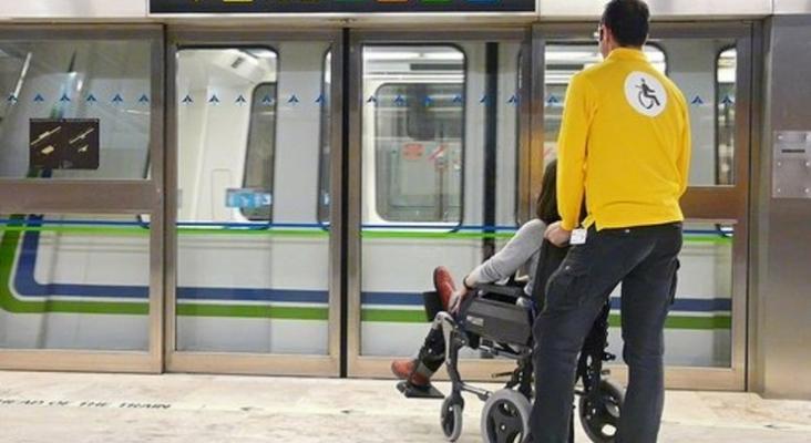 Los asistentes de personas con movilidad reducida podrían viajar gratis