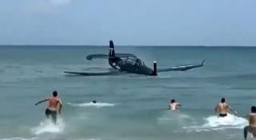 Captura del vídeo grabado por turistas donde se observa el Grumman TBM Avenger realizando un aterrizaje de emergencia en Cocoa Beach