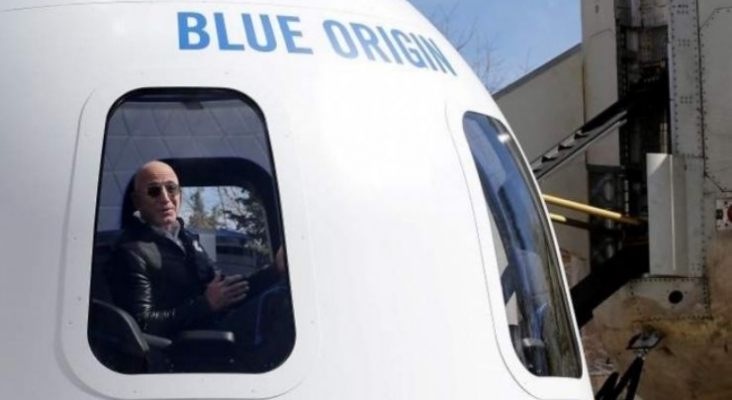 Los billetes para el primer vuelo espacial de Blue Origin, a la venta el 5 de mayo | Jeff Bezos en la cápsula del New Shepard| Reuters