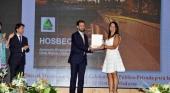 Nuria Montes durante la entrega de la Placa al Mérito Turístico a Hosbec