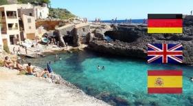 Turistas en la playa de Caló des Moro (Mallorca)