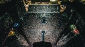 Nueva Zelanda celebra el mayor concierto en pandemia: 50.000 personas sin distancia ni mascarillas | Foto Instagram six60