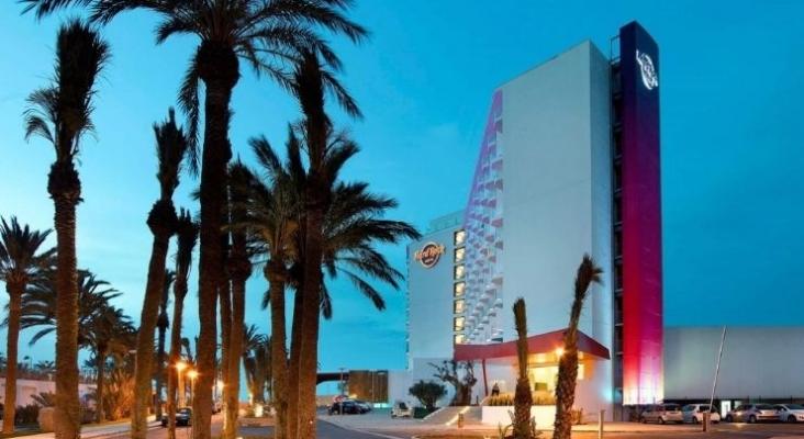 Hard Rock Hotel Ibiza, ubicado en la Playa d'en Bossa   Foto palladiumhotelgroup.com