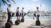 El Ayuntamiento de Barcelona prohíbe circular a patinetes y 'segways' por las aceras