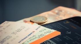 La tasa ecológica a los billetes aéreos indigna a Baleares y Canarias