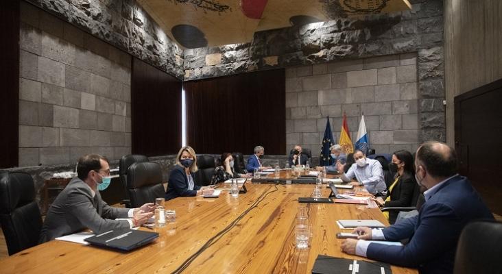 Canarias sigue los pasos de Baleares y permitirá la entrada sin test a nacionales vacunados