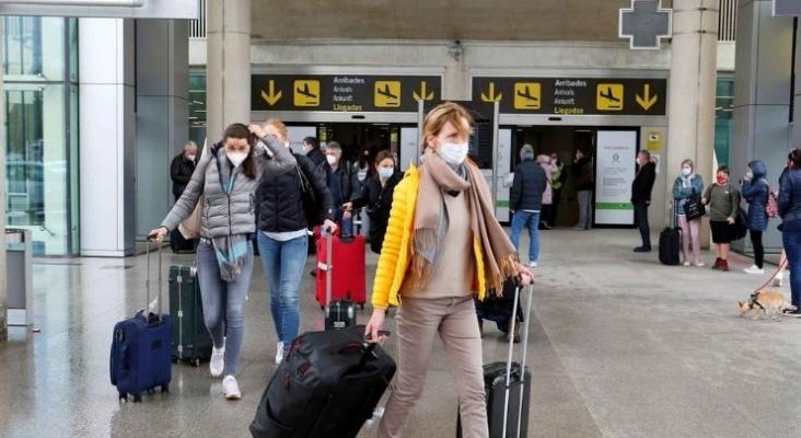 Turistas llegando a España   Foto elespanol.com