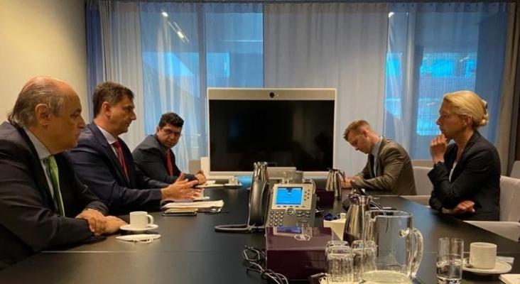 Reunión de Harry Theoharis en Países Bajos con los principales representantes del sector turístico del país | Foto vía twitter @PressGreekEmbass