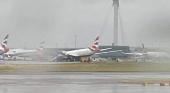 Colapsa el tren delantero de Boeing Dreamliner en la pista de Londres Heathrow Foto On the Wings of Aviation