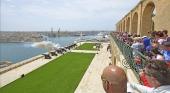 Bienvenida con salvas de cañón, atracción turística del puerto de Malta