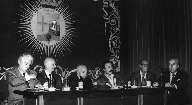 A la izquierda del todo, Frank Menéndez en una de las primeras conferencias de la Alianza Francesa de Oviedo | Foto: Alianza Francesa de Oviedo