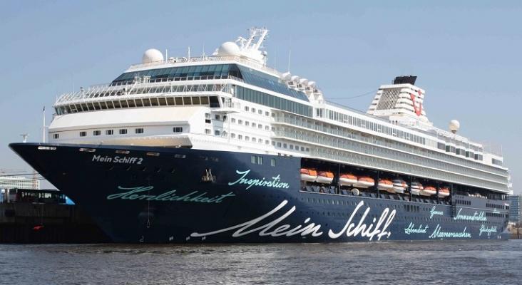 El primer crucero en Valencia, el Mein Schiff 2, atracará el domingo con 800 pasajeros   Foto: Derbusfahrer (CC BY-SA 3.0)