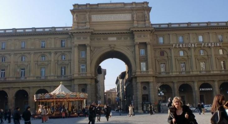 Piazza Reppublica, Florencia (Italia) Foto Tourinews