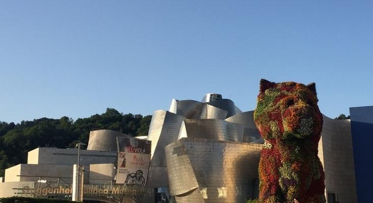 Puppy recibe a los visitantes del Guggenheim de Bilbao
