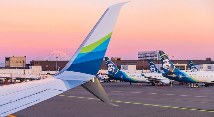 Alaska Airlines pide a sus administrativos que transporten equipaje ante la falta de personal   Foto: Alaska Airlines