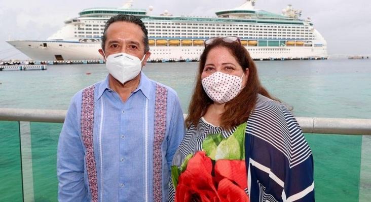 Carlos Joaquín González, gobernador de Quintana Roo, junto a Marisol Vanegas Pérez, que hasta ahora encabezaba la Secretaría de Turismo Foto Sedetur