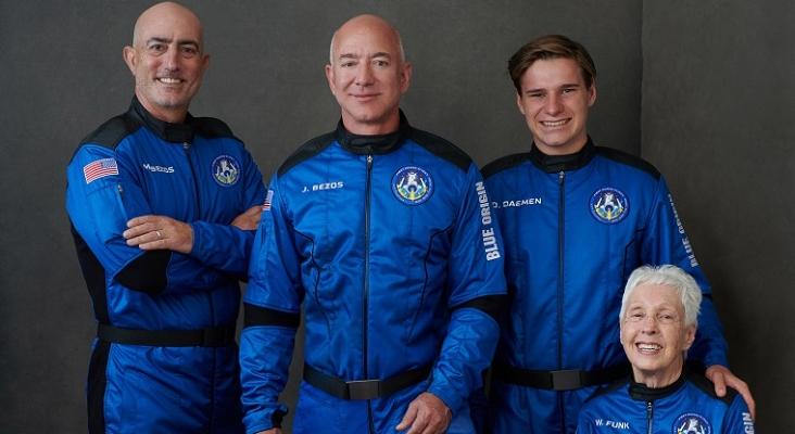 El millonario Jeff Bezos inaugura oficialmente la era del 'turismo espacial'   Foto: Blue Origin vía Twitter