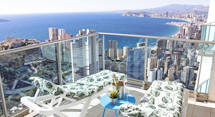 El turismo residencial, el gran beneficiado del regreso de británicos a la Costa Blanca | Foto: benidormsky.com