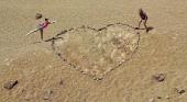 """Críticas a dos jóvenes por su """"atentado medioambiental"""" en el Teide   Foto: Twitter"""