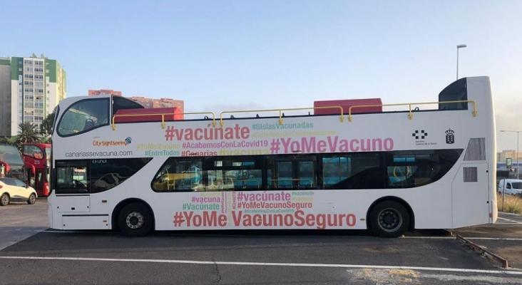 Dos autobuses turísticos acercan la vacunación a la población de Gran Canaria y Tenerife