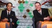 EasyJet introduce uniformes fabricados con botellas de plástico recicladas. Foto: EasyJet