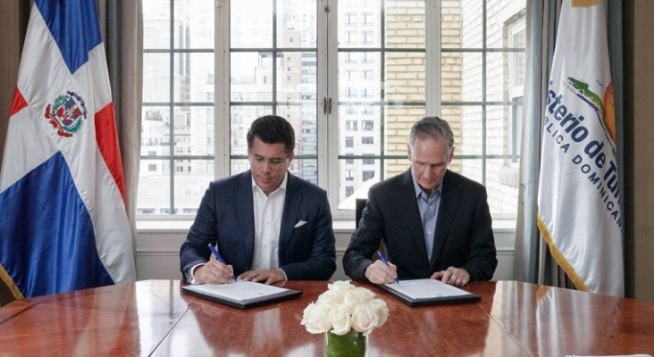 El ministro de Turismo dominicano, David Collado, junto con el vicepresidente ejecutivo de Signature Travel Network, Ignacio Maza.