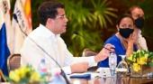 David Collado, ministro de Turismo dominicano, anuncia que la República Dominicana ya prepara la tercera dosis para los profesionales del turismo. Foto vía Twitter (@DavidColladoM)