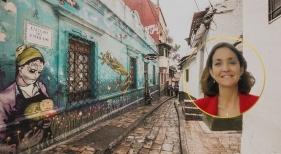 La ministra de Turismo de España anima a las empresas a invertir en Colombia. Foto de Reyes Maroto, ministra de Turismo. De fondo una calle de Bogotá, Colombia.