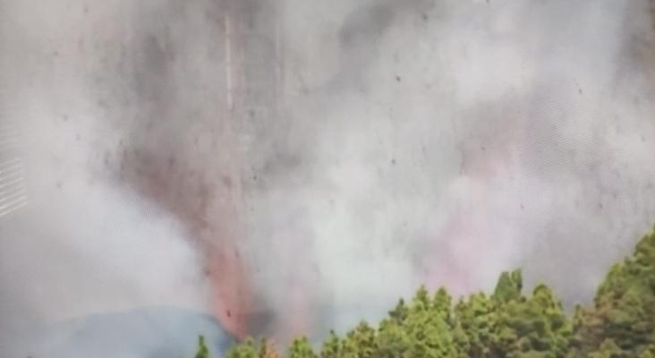 La erupción explosiva en La Palma se salda con pocos desvíos de vuelos
