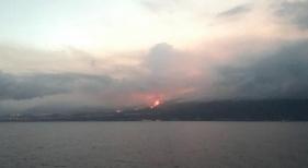 Vista de la erupción desde el mar. Ministerio de Transportes, Movilidad y Agenda Urbana