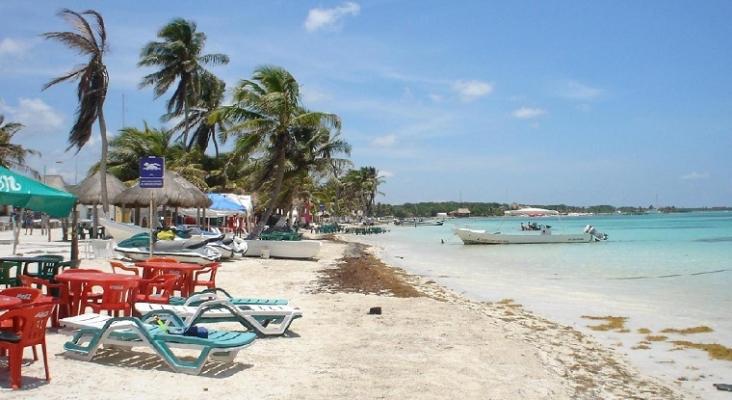Playa en Mahahual, sur de Quintana Roo (México)