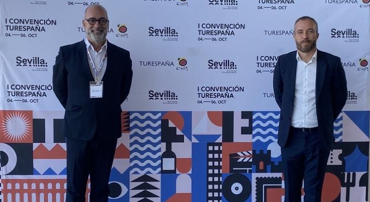 Moisés Jorge, gerente de Turismo de A Coruña (izquierda), y Miguel Sanz, director general de Turespaña (derecha)   Foto: Turismo de A Coruña