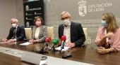 Rueda de prensa de Carlos Garrido (centro), presidente de CEAV, acompañado por representantes del Consorcio Provincial de Turismo de León y de la Junta de Castilla y León | Foto: CEAV