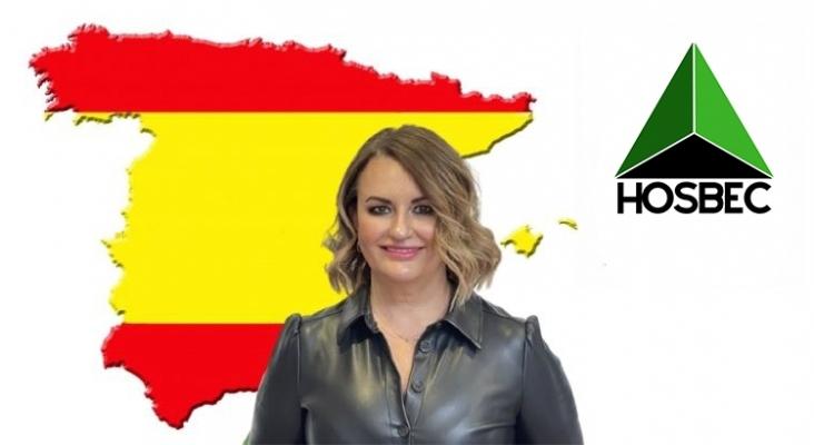 """""""Un 'Bono España' sería una gran iniciativa para la temporada otoño invierno"""". Logo de HOSBEC & Nuria Montes."""