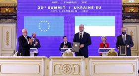 La UE y Ucrania sellan un acuerdo de cielos abiertos