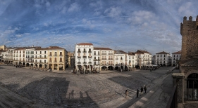 Vista de la Plaza Mayor de Cáceres, uno de los escenarios del rodaje | Foto: Javier Enjuto