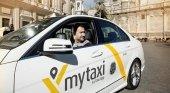 Mytaxi copia a Uber y cobra 15€ por trayectos al aeropuerto