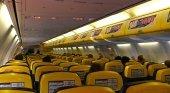 Interior de avión de Ryanair