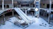 La nieve invade el corazón del centro comercial abandonado 'Rolling Acress Mall' de Akron, Ohio